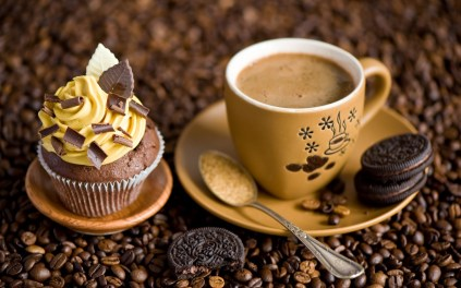 7034130-cupcake-cream-chocolate-cookies-dessert-sweets-coffee-cup.jpg