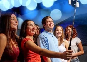 selfie-stick-party